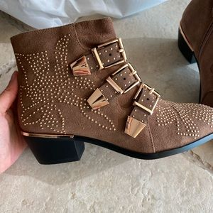 Brand new booties. Size 37 (size 7)
